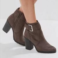 0e37d2f3eb Pumps-nak nevezi az angol nyelv az olyan fajta cipőket, amelyek magas sarkú  cipők, a sarka legalább 3 cm magas -de ellentétben a klasszikus magas sarkú  ...